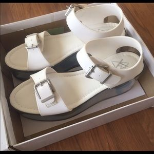*GENUINE* YRU Qloud Athena Platform Sandals